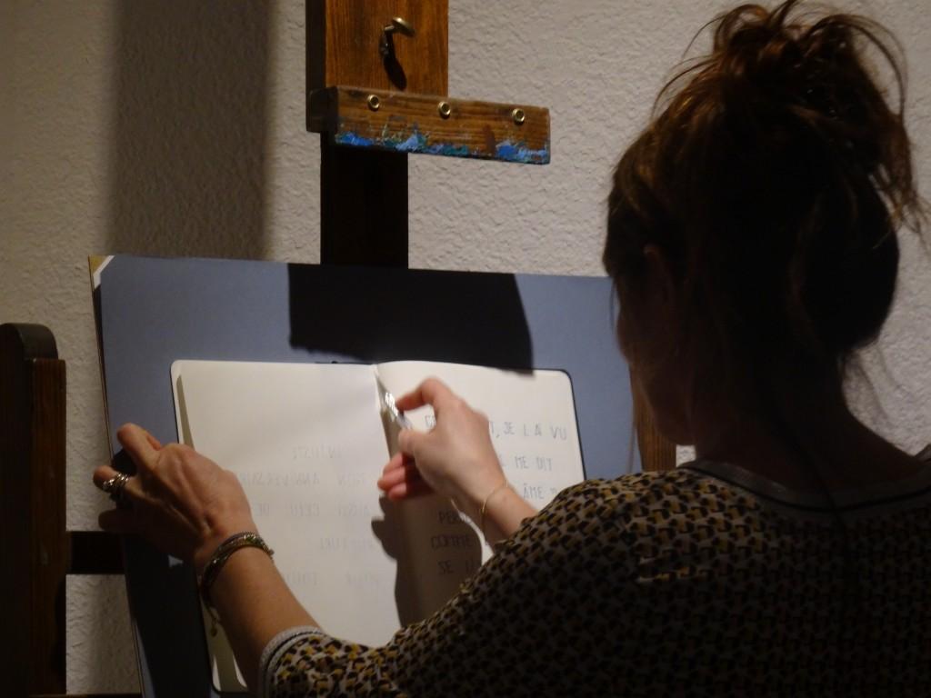 Lecture performative de Cécile Angèl(e)